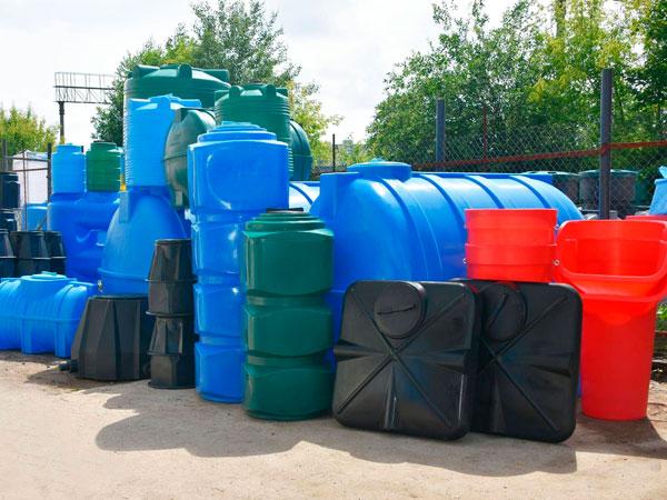 Пластиковые баки для воды: достоинства и выбор