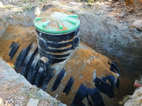 Как правильно эксплуатировать пластиковую емкость под землей