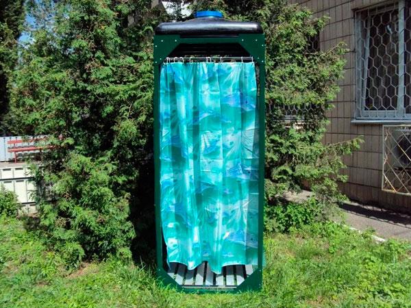 Плоский пластиковый бак для душа с лейкой и подогревом