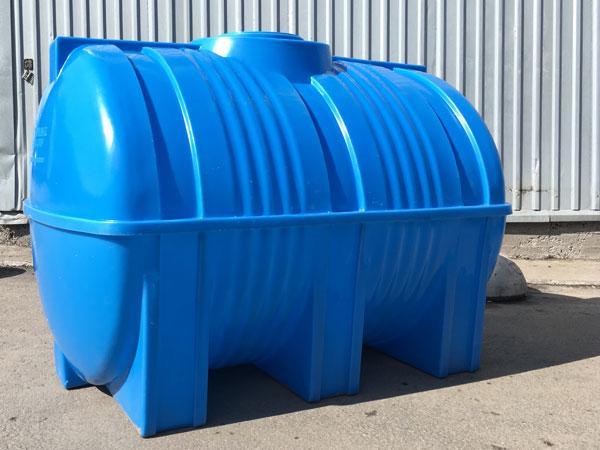 Горизонтальная емкость из пластика – особенности конструкции