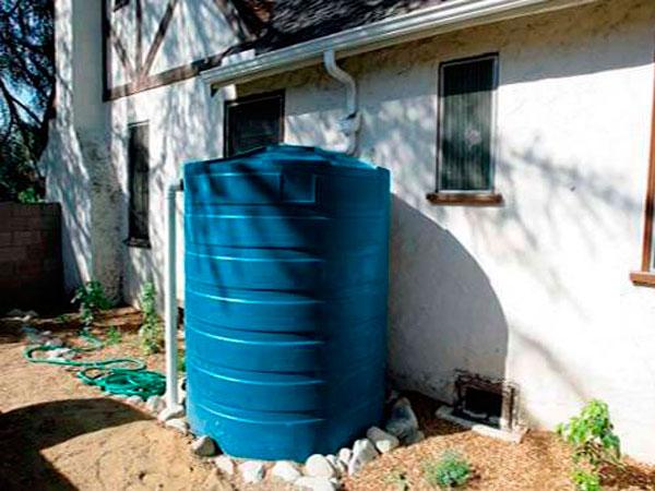 Пластиковая емкость для питьевой воды для дачи