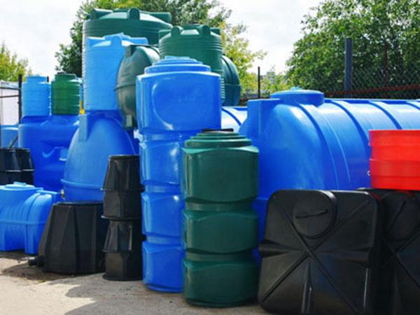 Виды емкостей из пластика для жидкостей