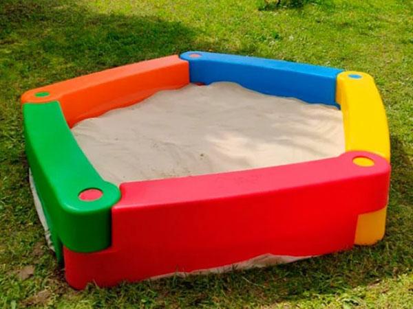Как выбрать песочницу на дачу для ребенка