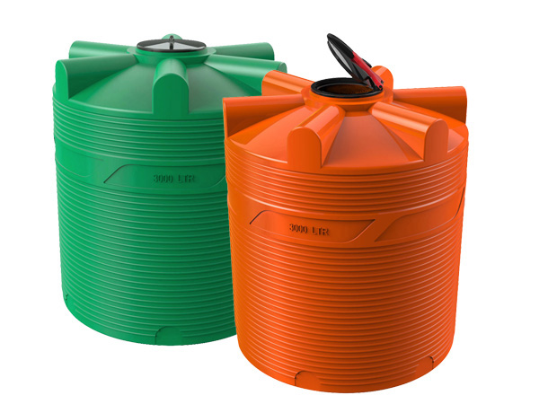 Удобные пластиковые емкости для воды